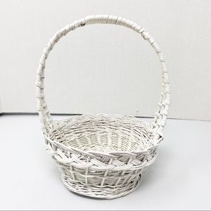 Other - White Wicker Basket With Handle 6 x 3 inches
